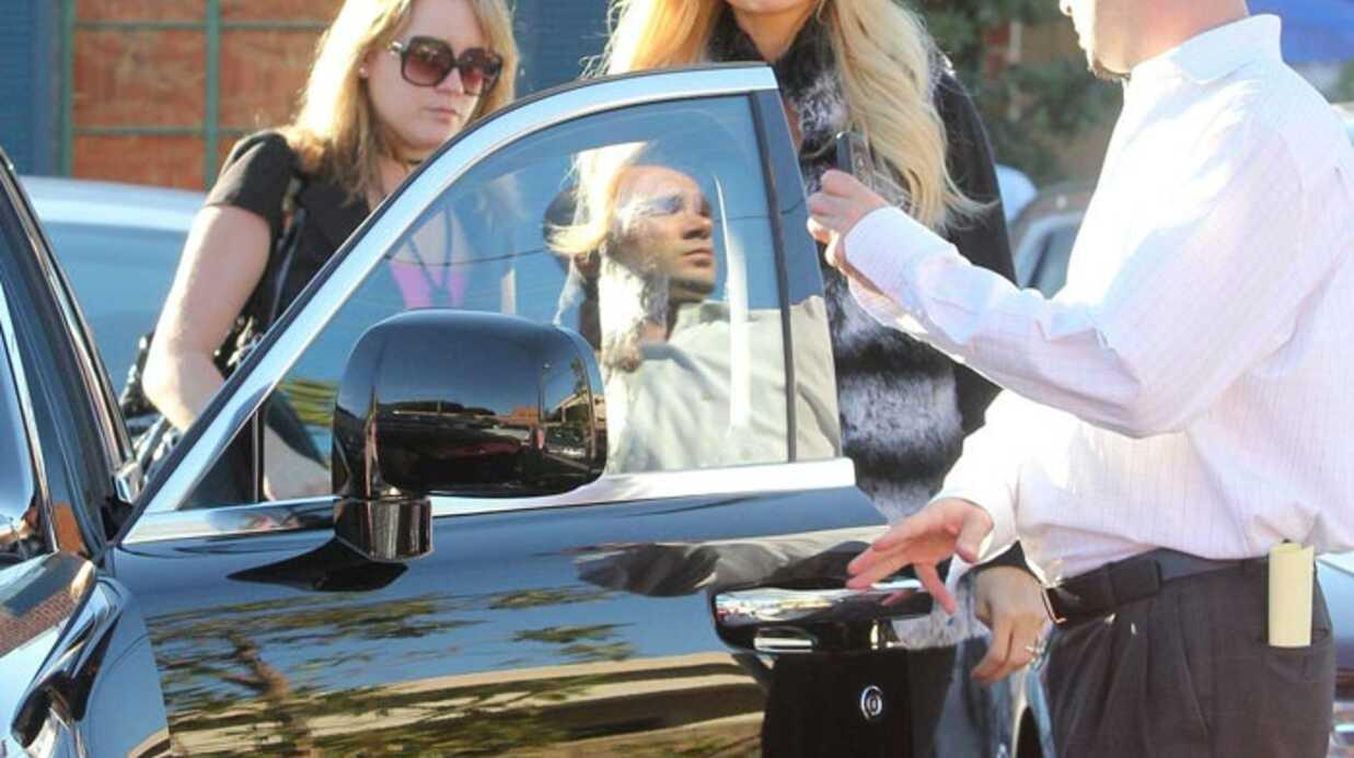 PHOTOS Paris Hilton veut s'acheter une Rolls Royce