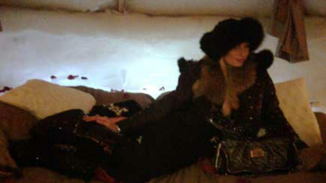 Paris Hilton poste les photos de ses vacances sur Twitter