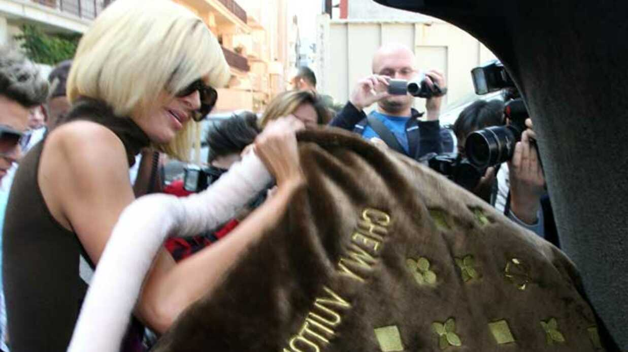 LOOK Le sac géant de Paris Hilton