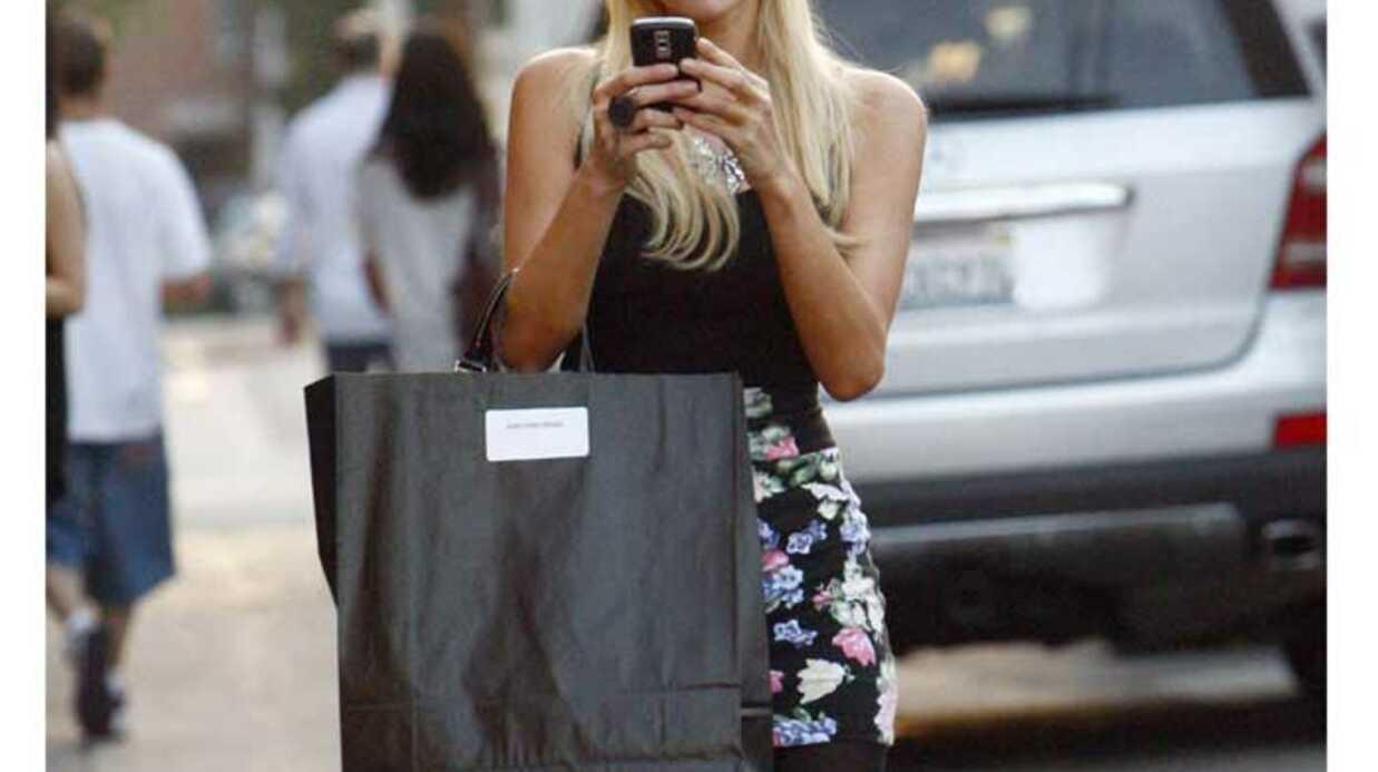 PHOTOS Paris Hilton prend en photo les paparazzi