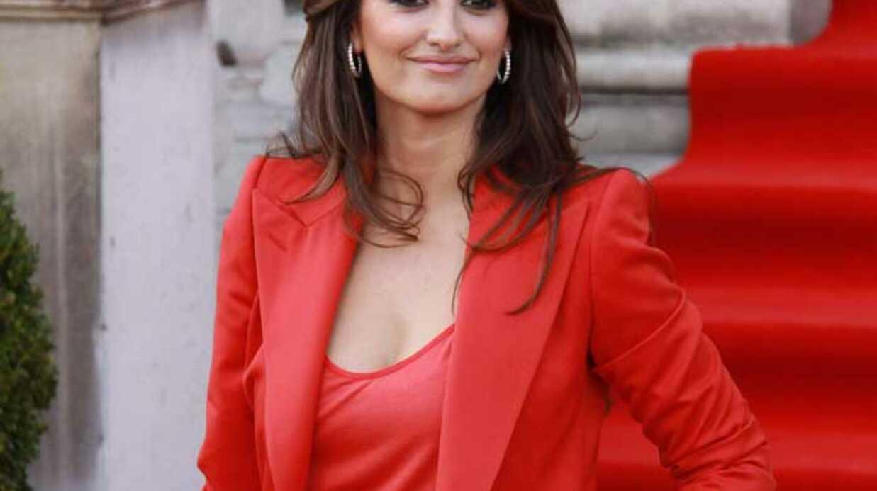 LOOK Penelope Cruz se met aussi au total look rouge