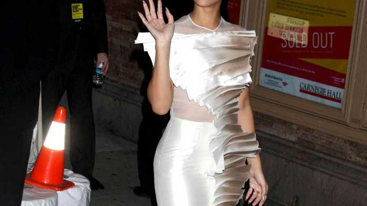 VIDEO LOOK  Rihanna reçoit le Glamour Award