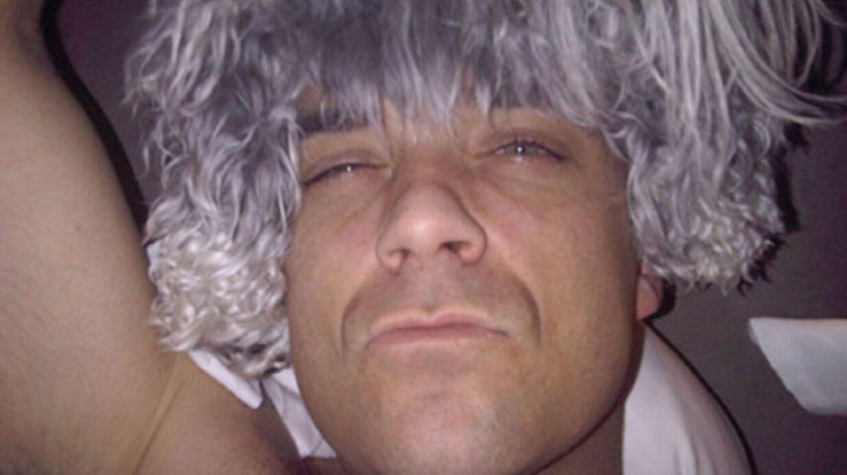 PHOTOS Robbie Williams se fait des perruques avec ses chiens