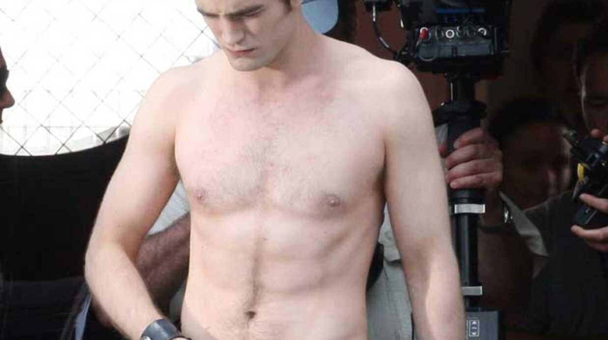 PHOTOS: Robert Pattinson est très sexy dans Twilight 2