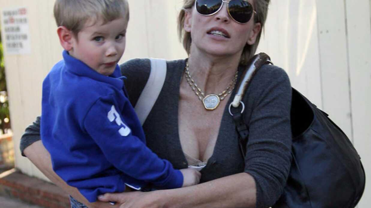 PHOTOS Sharon Stone se balade avec son fils