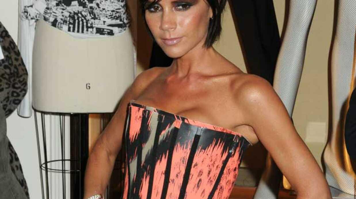 LOOK Victoria Beckham coincée dans un corset rigide