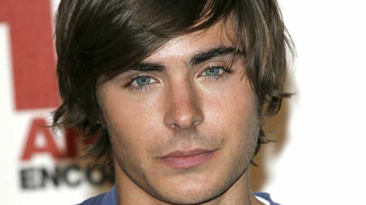PHOTOS Zac Efron pose pour les photo­graphes pari­siens