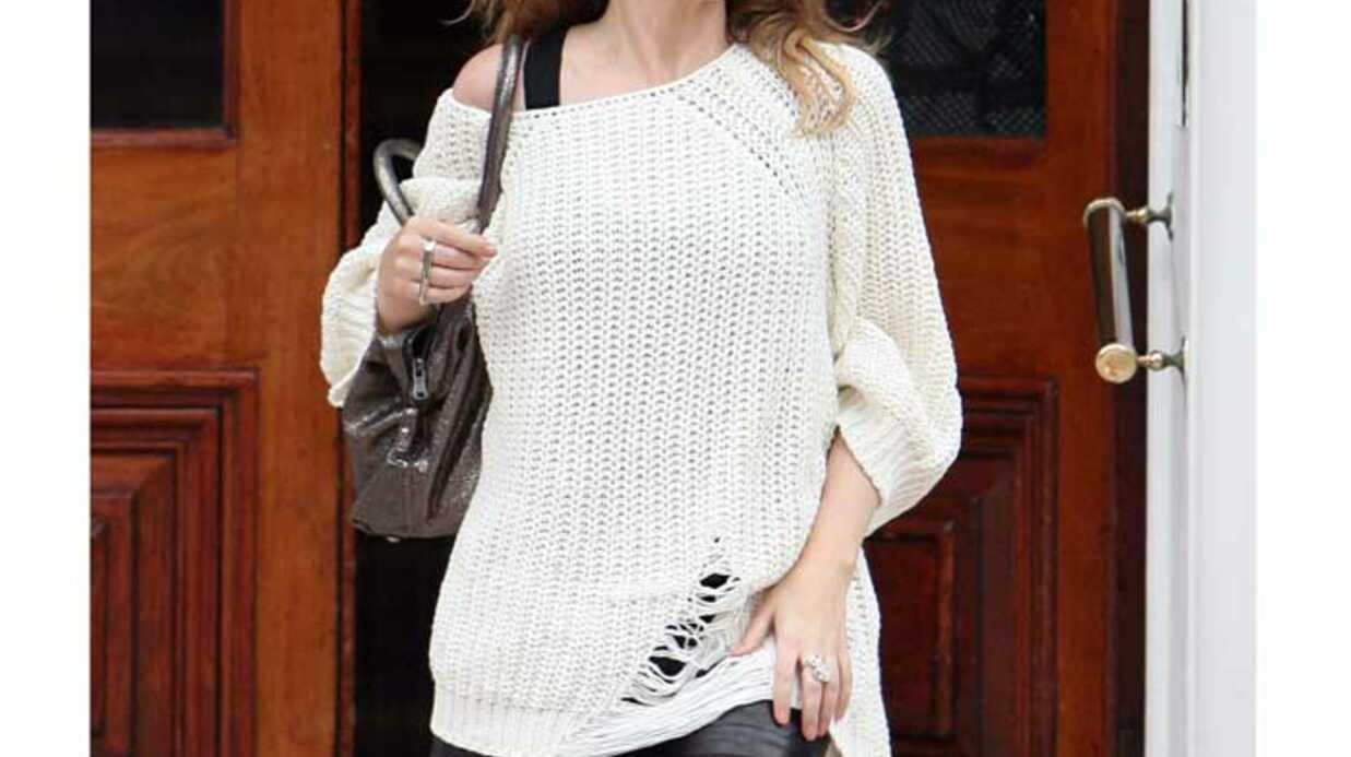 LOOK Kylie Minogue: grosse maille et short en cuir