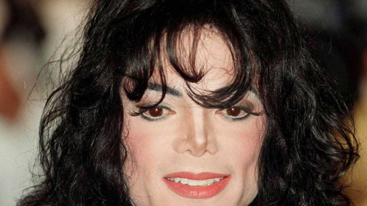 Michael Jackson «accro à la chirurgie» selon sa mère