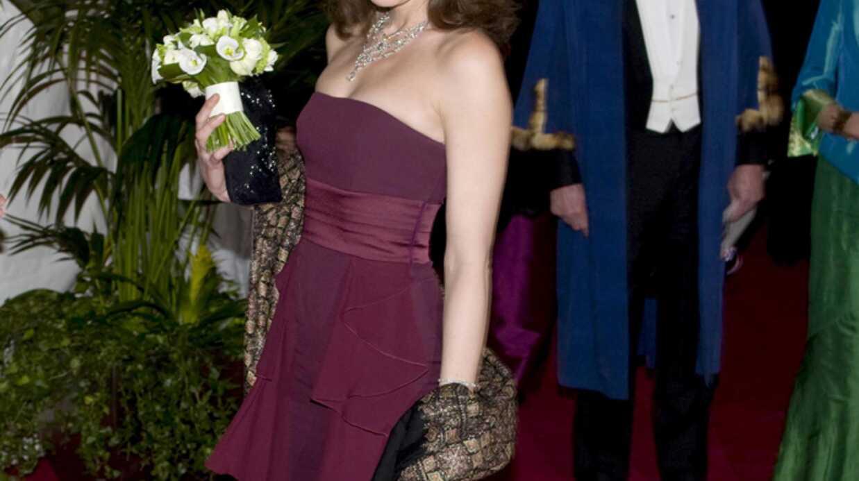 Carla Bruni-Sarkozy donne sa robe contre le sida