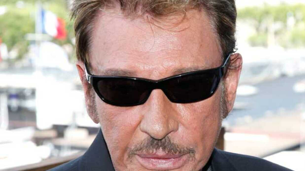 Johnny Hallyday replongé en coma artificiel