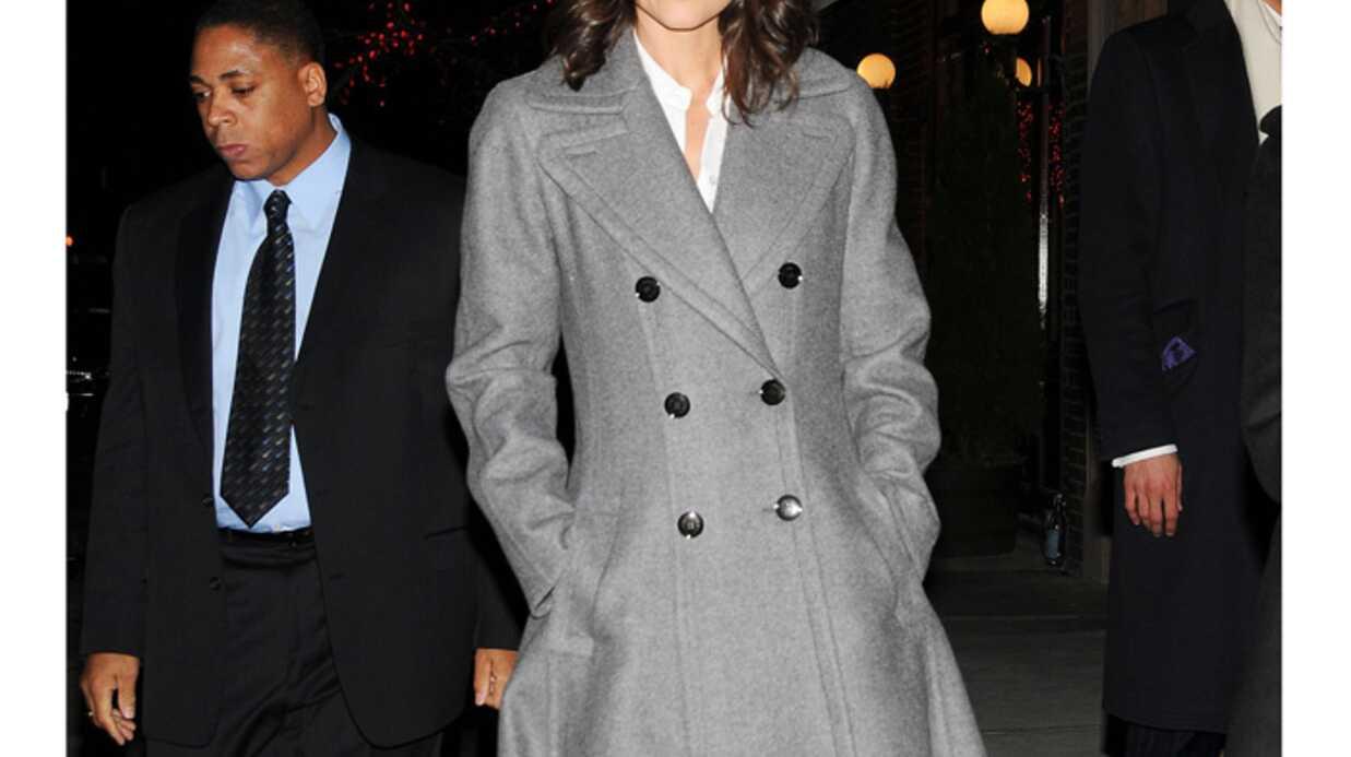 LOOK Katie Holmes porte le plus grand manteau du monde