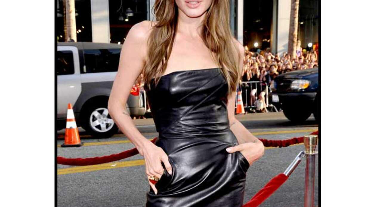 LOOK  Angelina Jolie super sexy en robe bustier en cuir