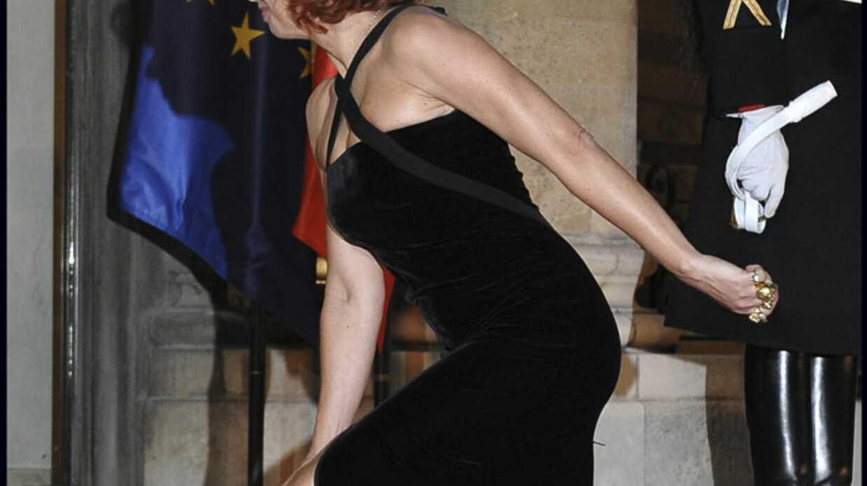 Mylène Farmer chute à l'Elysée, Amnesty détourne les images