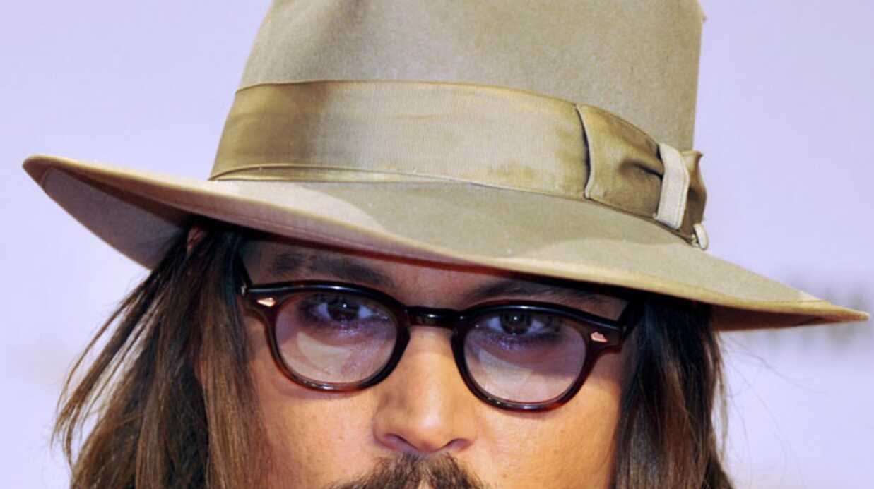 Johnny Depp attaqué par le chien de Brad Pitt