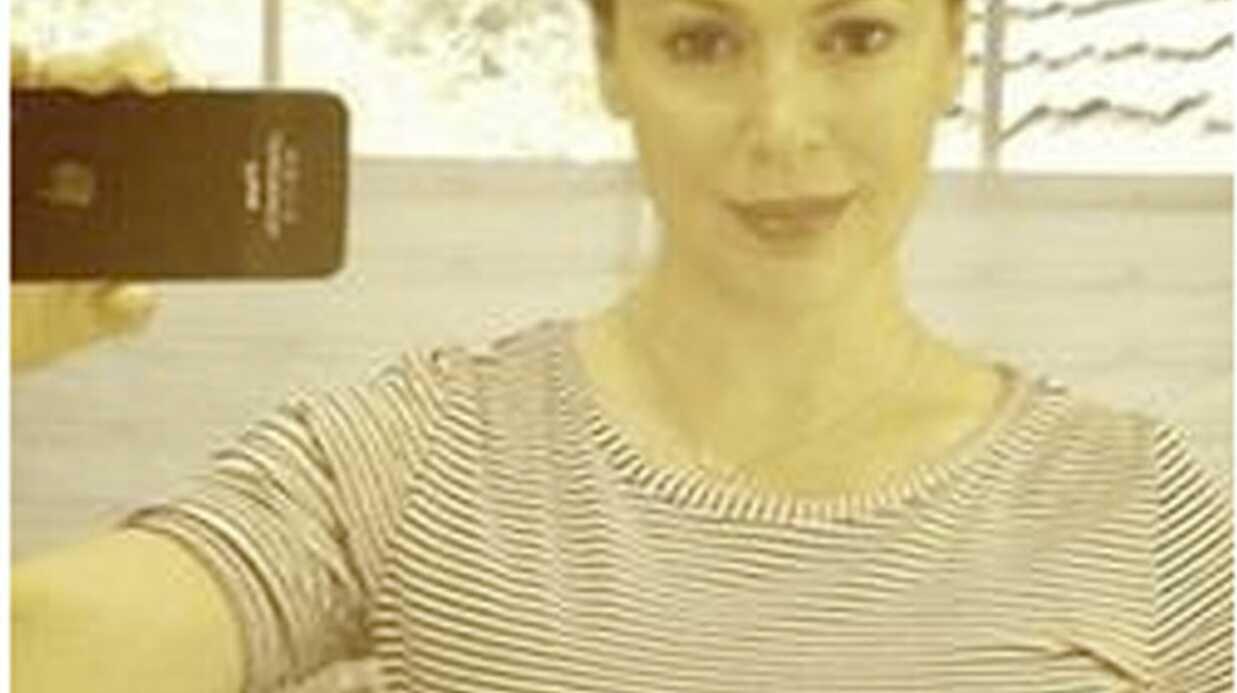 Alyssa Milano pose enceinte sur Twitter