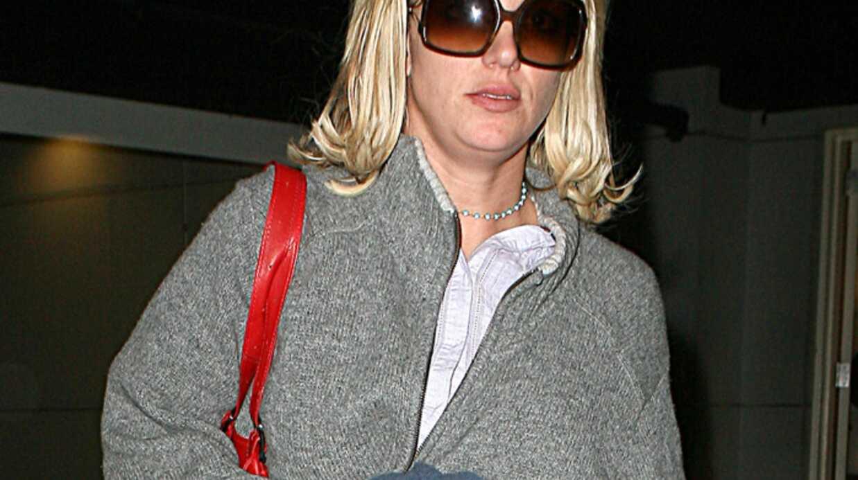Britney Spears garée sur une place pour handicapés