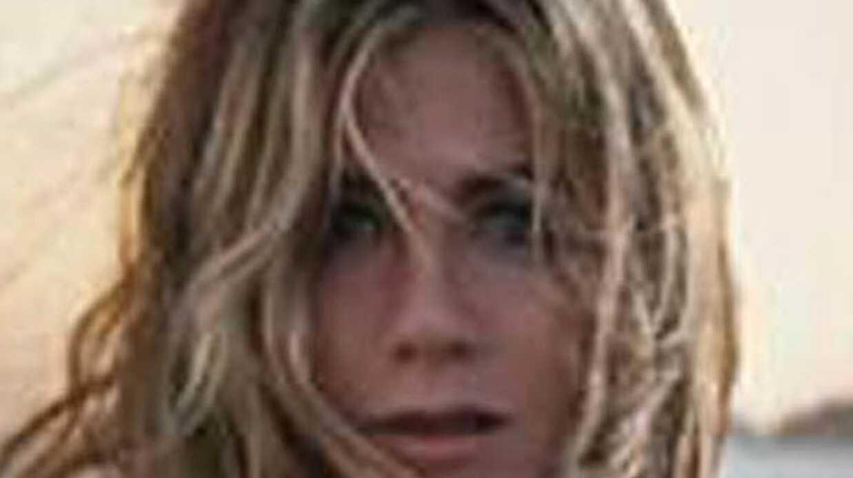 Jennifer Aniston montre ses seins dans Horrible bosses