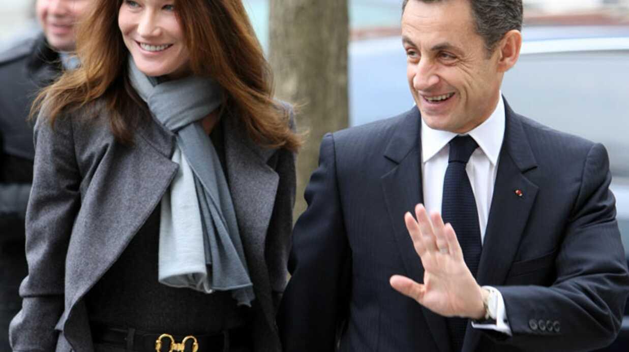 Carla Bruni et Nicolas Sarkozy: main dans la main pour voter
