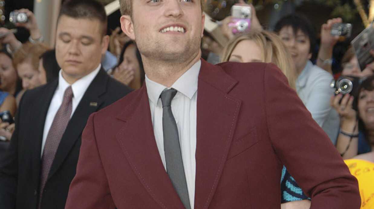 Robert Pattinson mordu par un lion