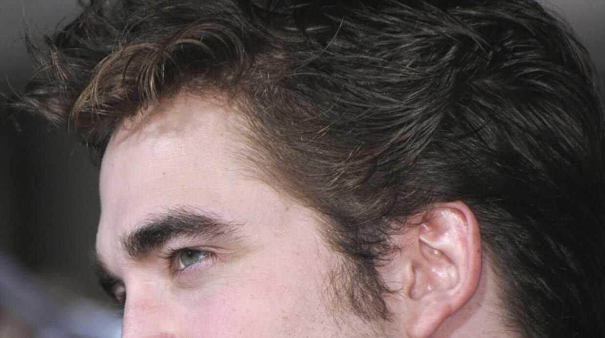 VIDEO Robert Pattinson chante en live