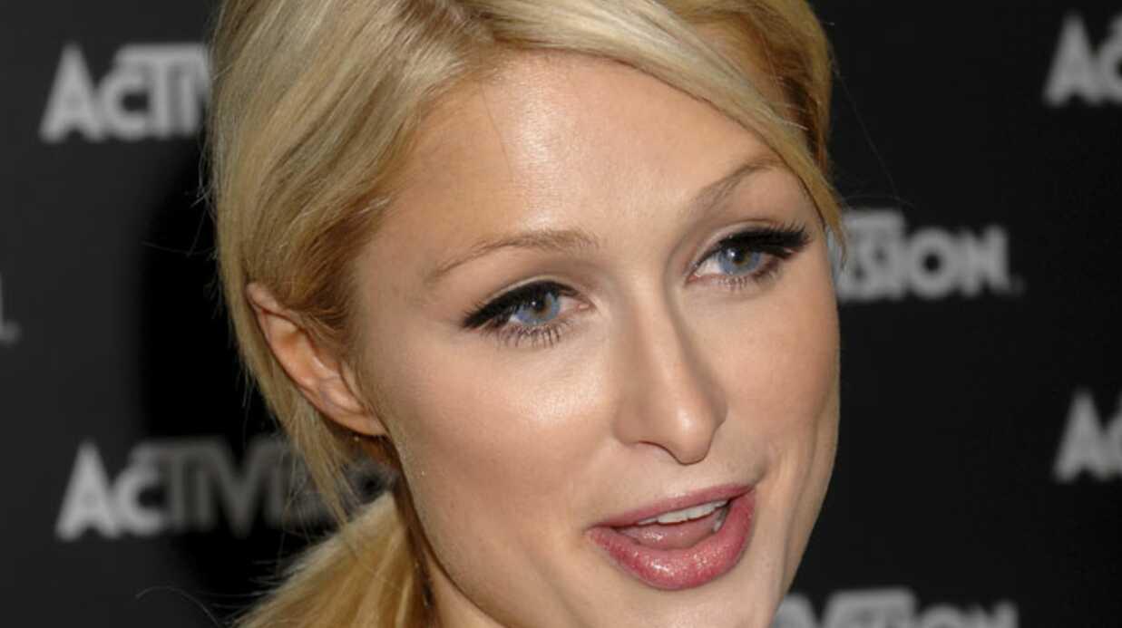Paris Hilton flirte avec un magnat de la nuit (et c'est pas Jean-Roch)