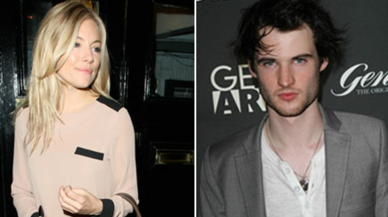 Sienna Miller en couple avec l'ac­teur Tom Stur­ridge