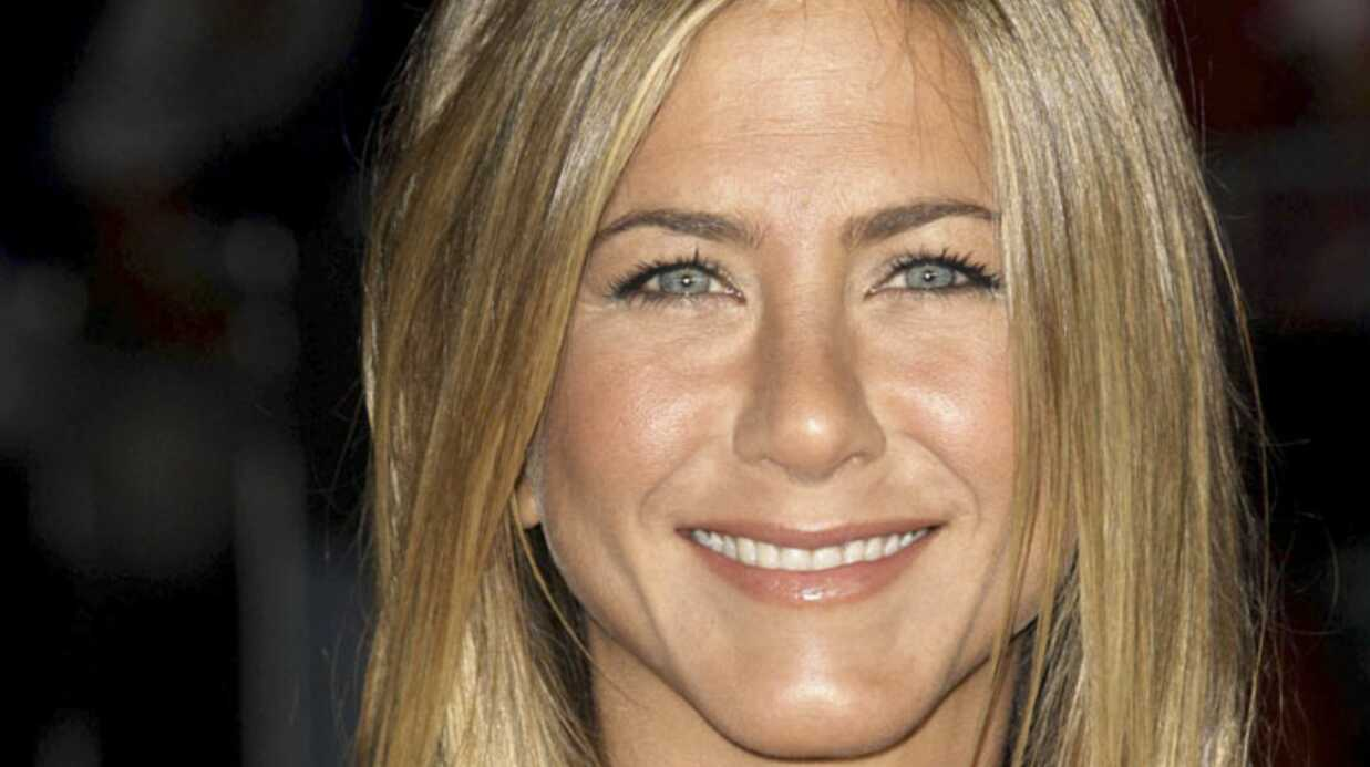 VIDEO Jennifer Aniston chante à la télévision