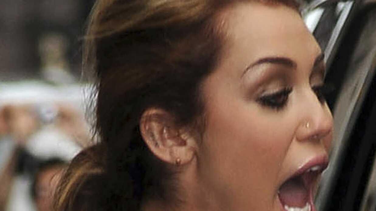 Miley Cyrus: un tatouage à l'oreille