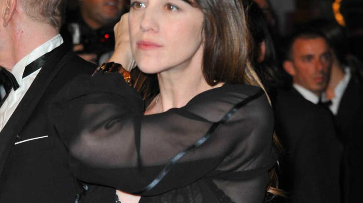 PHOTO Charlotte Gainsbourg: un look osé sur le red carpet