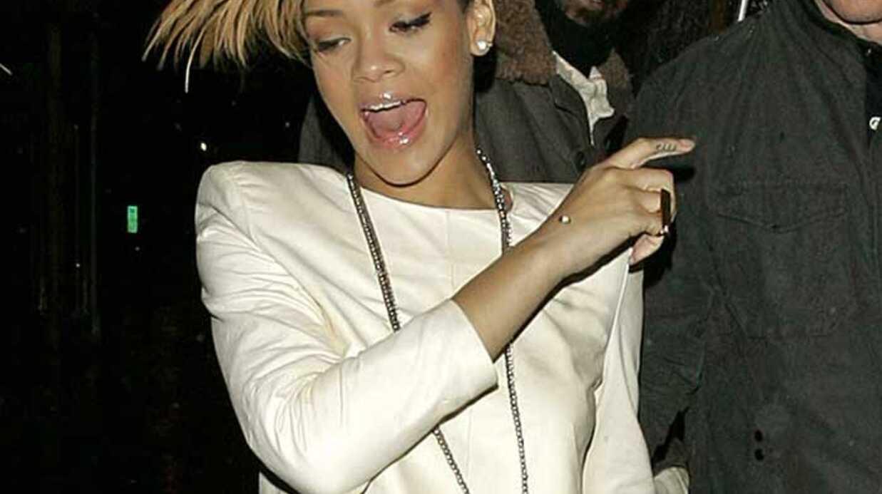 Rihanna: poser nue devrait être normal pour toutes les filles