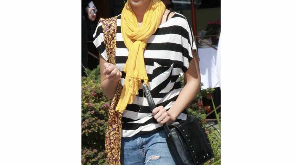 LOOK Jessica Alba dans un joli look funky