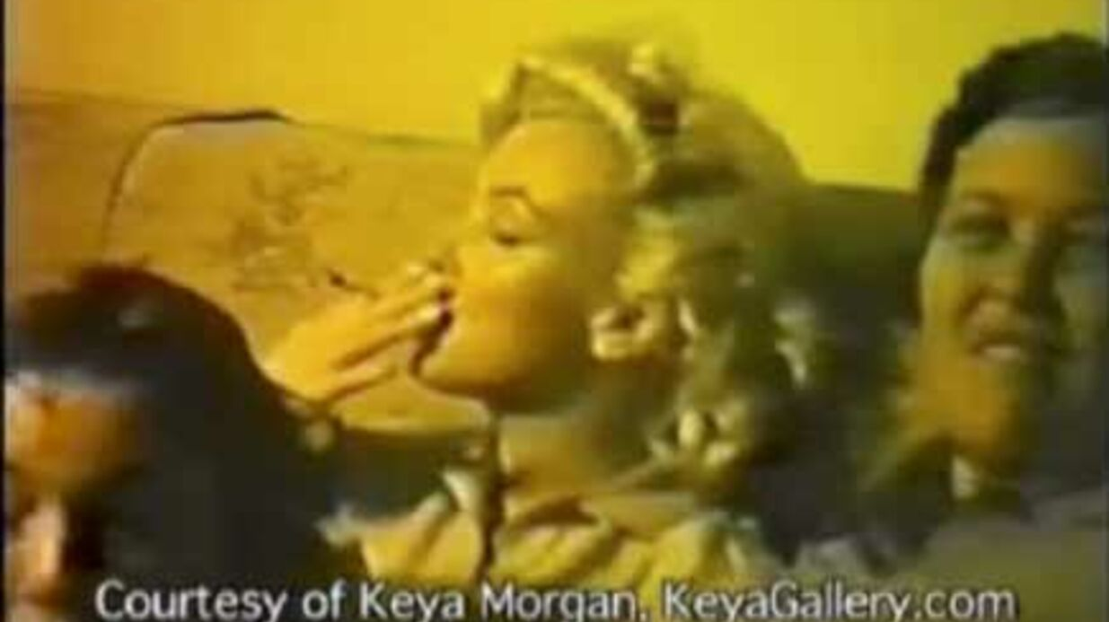 Video : Mari­lyn Monroe fume un joint de marijuana
