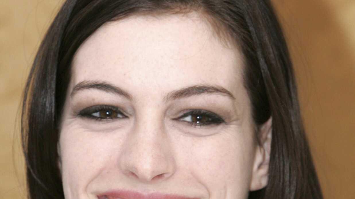 Anne Hathaway: l'alcool l'aide à mieux jouer
