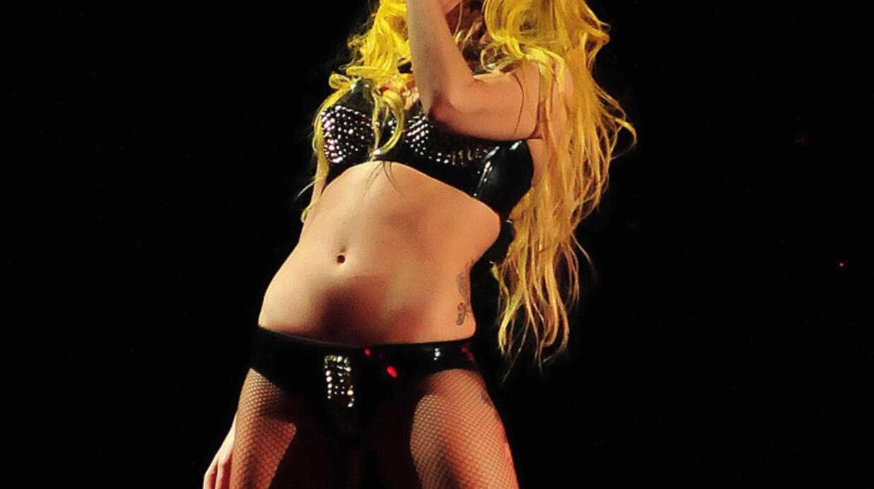 VIDEO Lady Gaga chute sur scène à Atlanta
