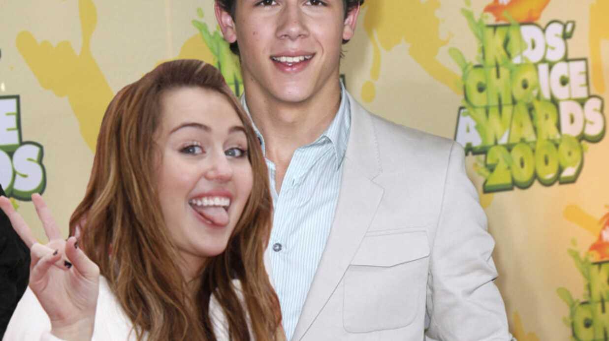 VIDEO: Miley Cyrus et Nick Jonas de nouveau en couple