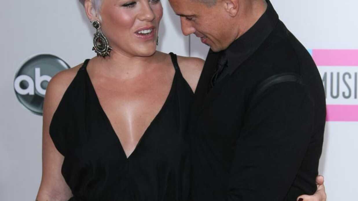 Pink fière d'être enceinte aux American Music Awards