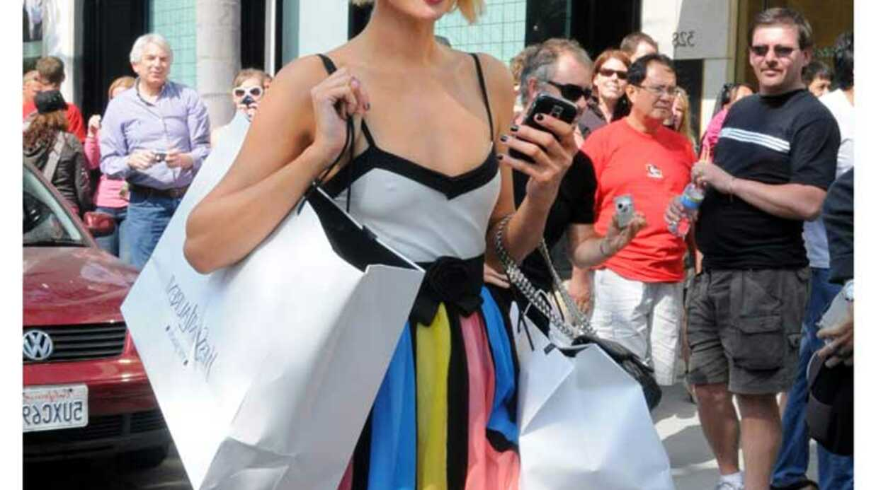 LOOK Paris Hilton et sa robe de petite fille
