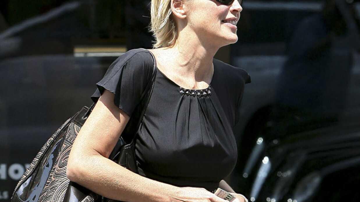 Sharon Stone joue avec les photographes