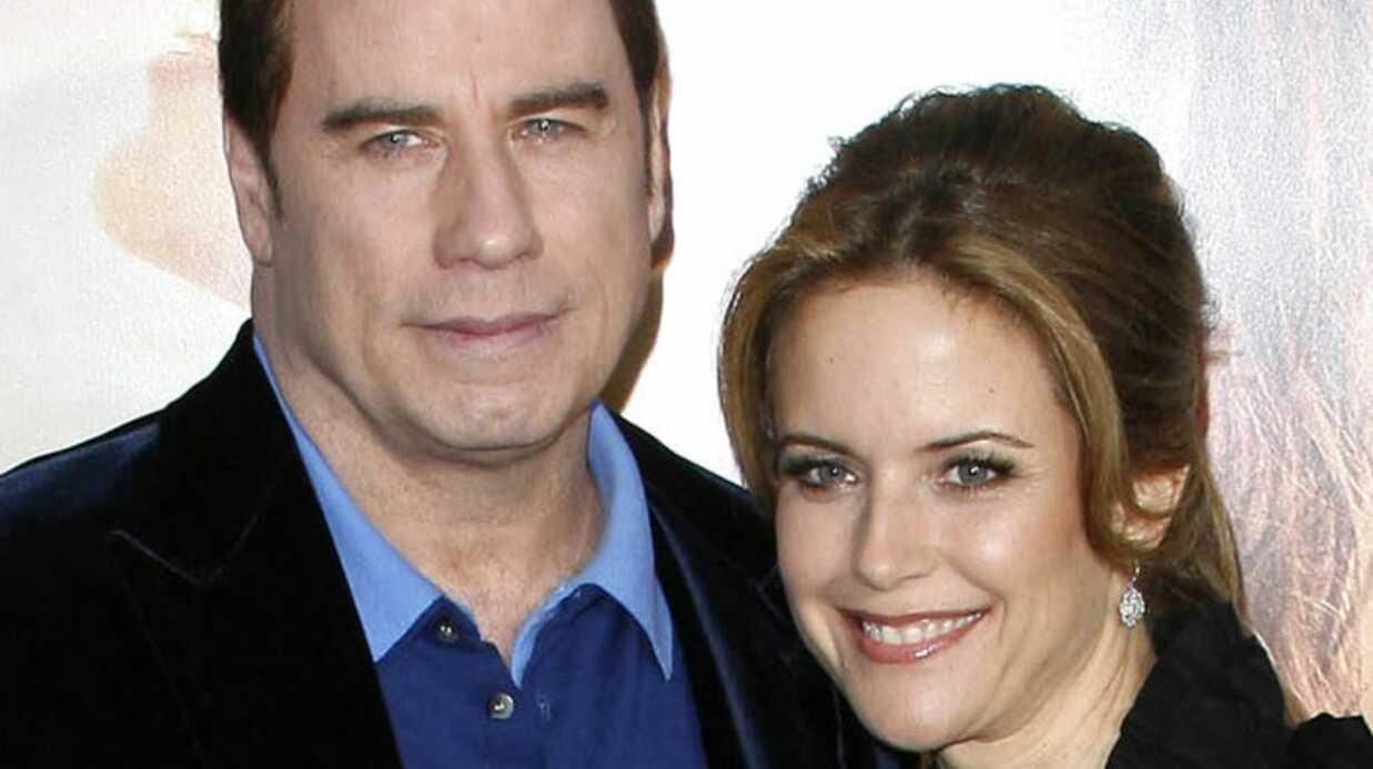 John Travolta & Kelly Preston attendent un garçon