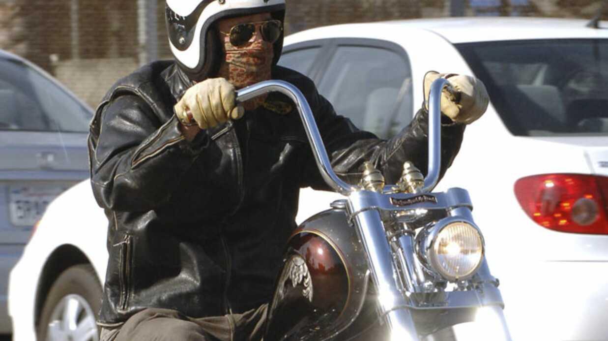 Brad Pitt: une chute à moto causée par… lui-même