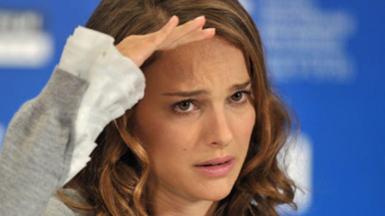 Natalie Portman fâchée avec son père à cause d'un baiser lesbien