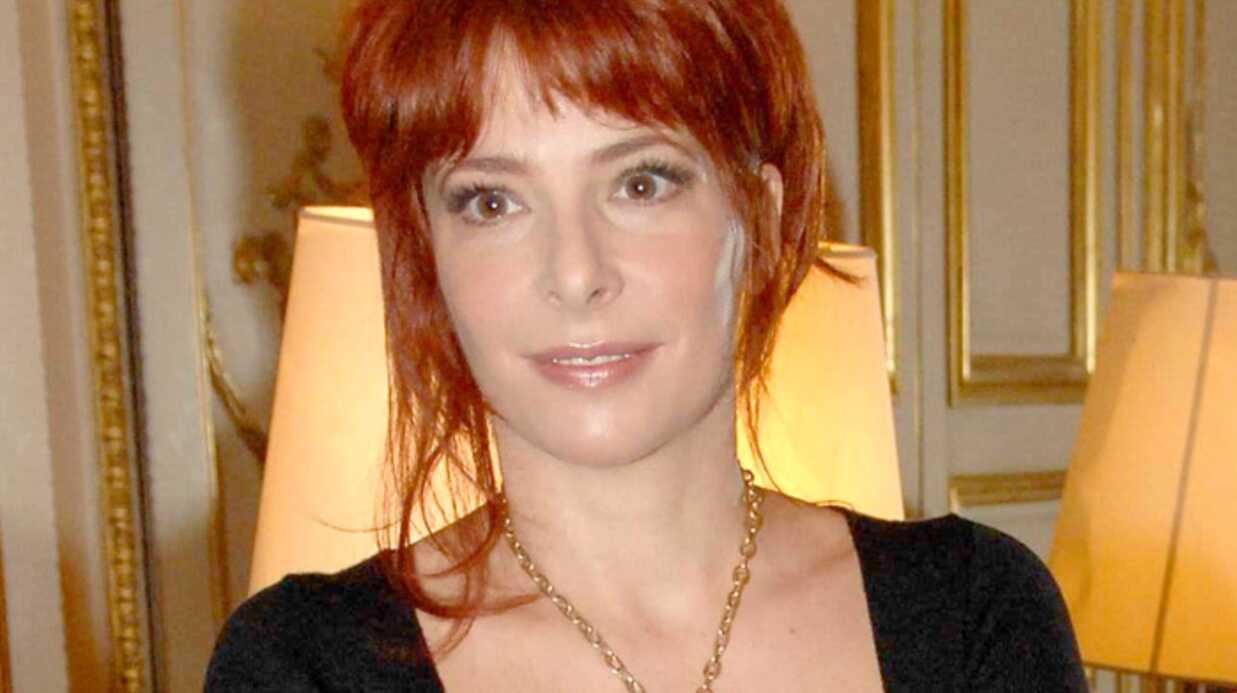 EXCLU VOICI – Mylene Farmer préfère Claire Chazal à Laurence Ferrari