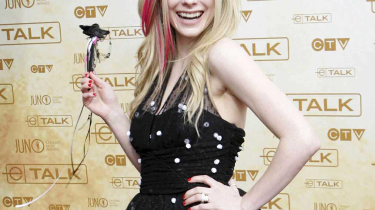 Avril Lavigne qui ne supporte plus ses crocs aura recours à l'orthodontie
