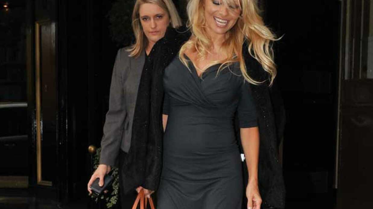 SCOOP LOOK Pamela Anderson porte aussi des vêtements chauds
