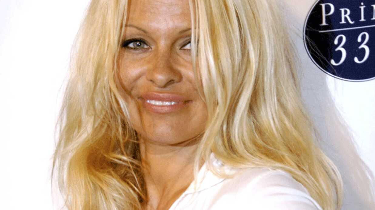 VIDEO Pamela Anderson nue dans un défilé