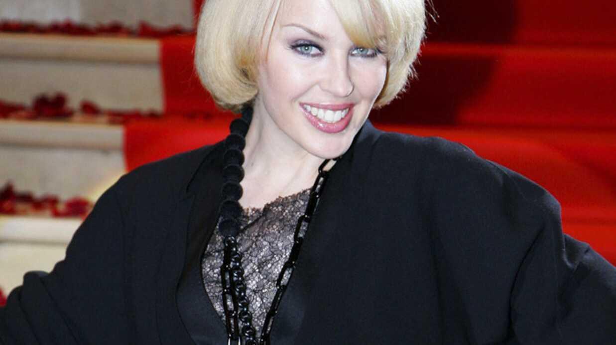 Kylie Minogue a été décorée par le prince Charles
