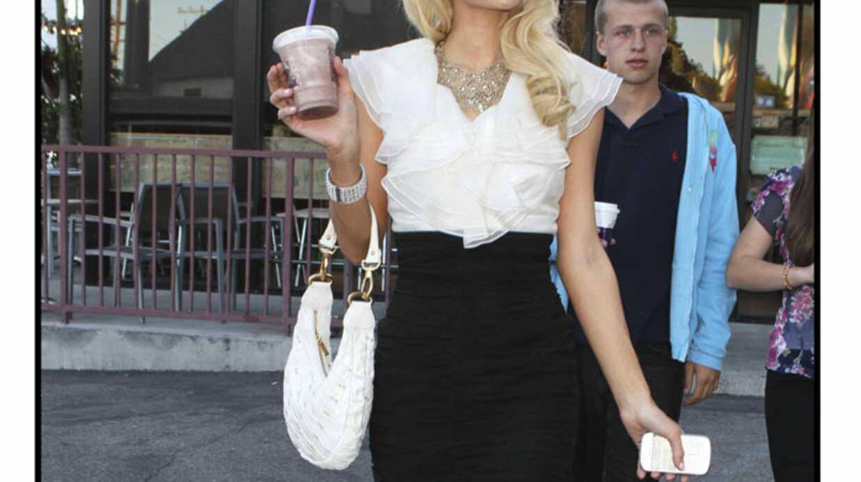 LOOK Paris Hilton célibataire et élégante