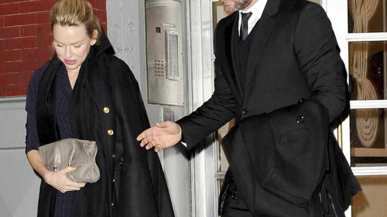 Le fils de Naomi Watts hospitalisé