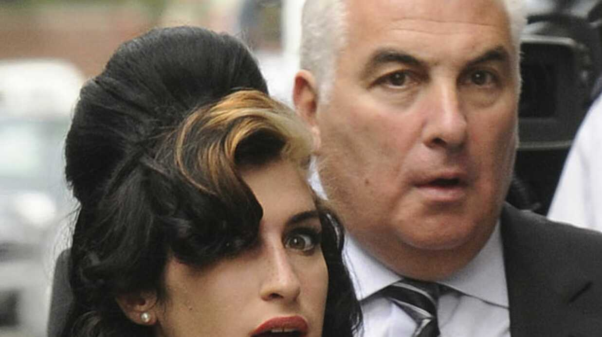 Amy Wine­house ne se drogue plus selon son père